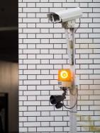 防犯カメラとスピーカー・回転灯