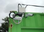 人感ライトと防犯カメラ